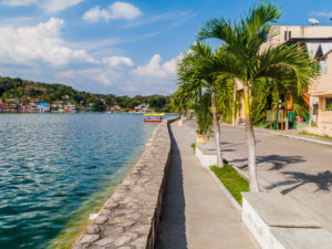 reis_3_dag_14_flores_eiland - guatemala - around the world travel