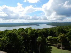 reis_3_dag_14_yaxha_view_tempel - guatemala - around the world travel