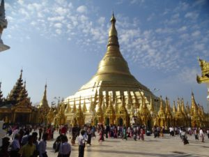 Day 02 Yangon - Shwedagon Pagoda - Myanmar rondreis Around The World Travel