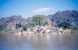 Day 05 by boat from Hpa-an to Mawlamyine - Myanmar rondreizen Around The World Travel