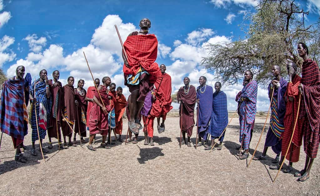 Maasai dans | rondreis Tanzania - Around The World Travel