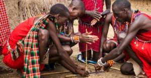 Dag 2 - Activiteit - Maasai vuur maken | rondreis Tanzania - Around The World Travel