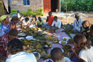 Entanda - Lokale lunch | rondreis Oeganda met Around The World Travel